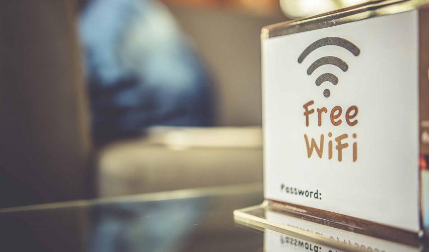 海外でスマホからインターネットを使うならフリーWi-Fiがコスパ最強!